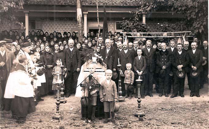 Beerdigung Nikolaus Klein, links Dechant Anton Nikolaus und dahinter Mersdorf Ladislaus