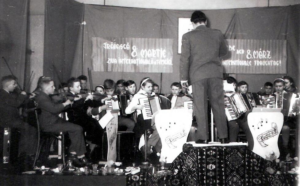 Schulorchester spielt auf