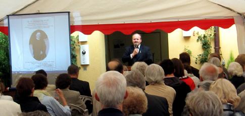 Eröffnung mit Pfarrer Zillich