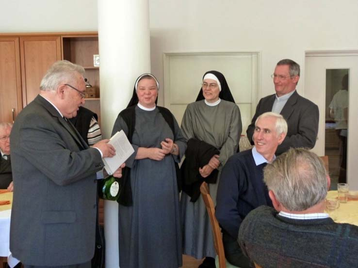 Visitator Msgr. A. Straub, Sr. Maris Stella, Priorin Scholastika, Dekan M. Ehling, Franz Schissler