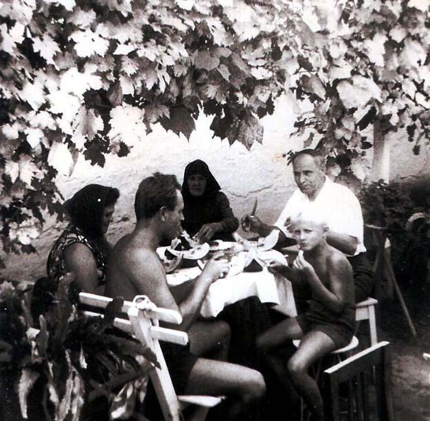 Milone esse im Hof bei Knecht
