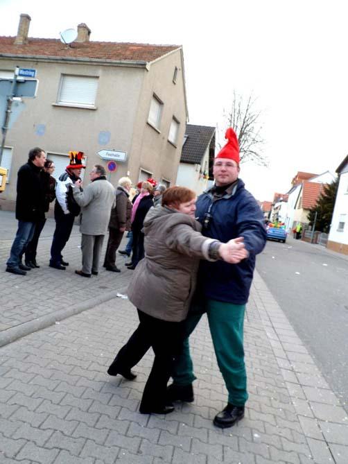 Ein Tänzchen auf der Straße
