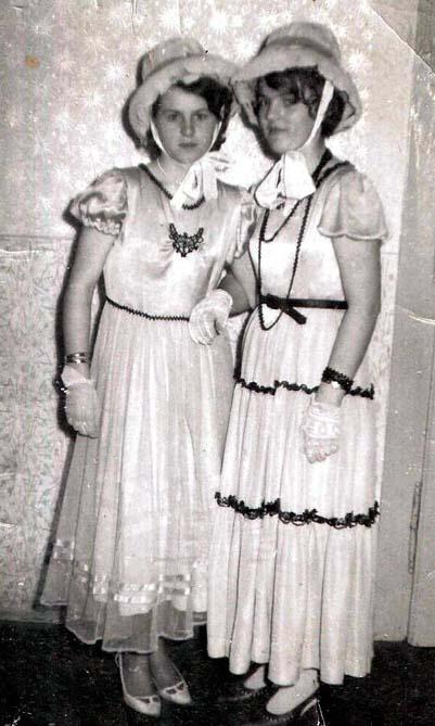 Anna Krämer und Leni Barth - hübsche Mädchen