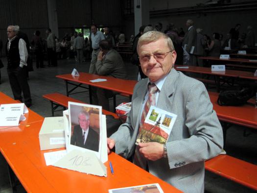 Johann Nix biem Bücherverkauf