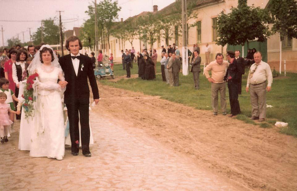 Brautpaar Engel - Happgass vor der Kerch