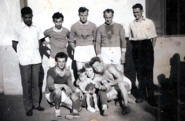 Beim Handball geschwitzt: Zerwes, Kraemer, Glassmann, Eichinger - sitzend Ebner, Krämer jun., Kilzer, Rosner