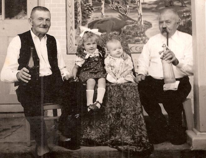 Opa und Uropa Loris mit Enkelinnen