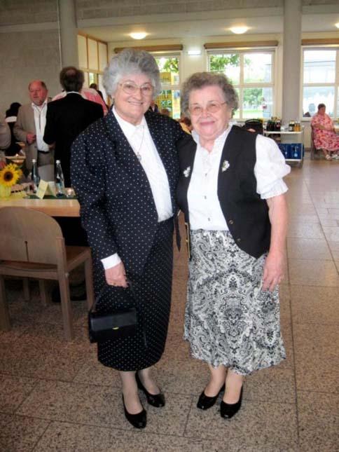 Schulfreundinnen Frau Quitter und Frau Mojem