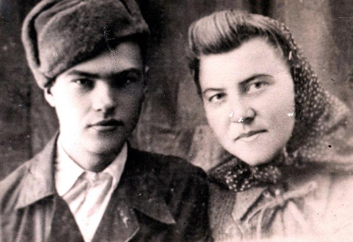 Die Geschwister Katharina und Peter Seibert 1945 in Russland